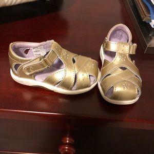 Stride Rite toddler girls gold shoes sz 4.5